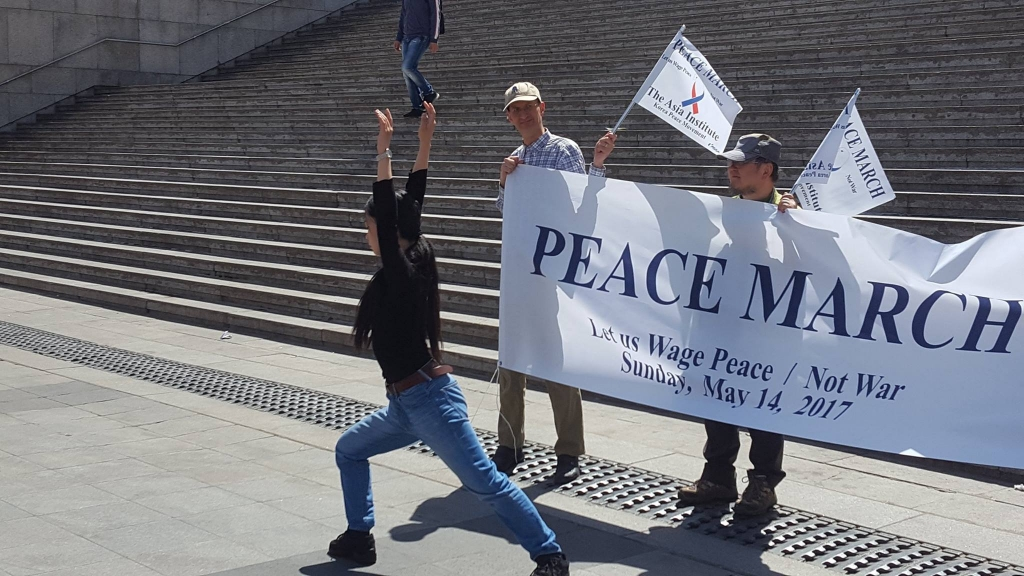 Kawanaka Yo's dance for peace